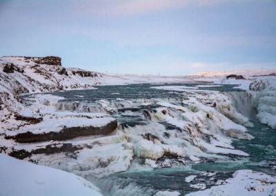Jeden z islandzkich wodospadów - fot. Kopaniszyn Piotr